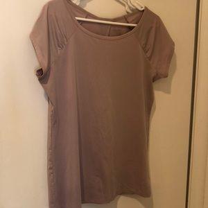 Rose short sleeve. Size large